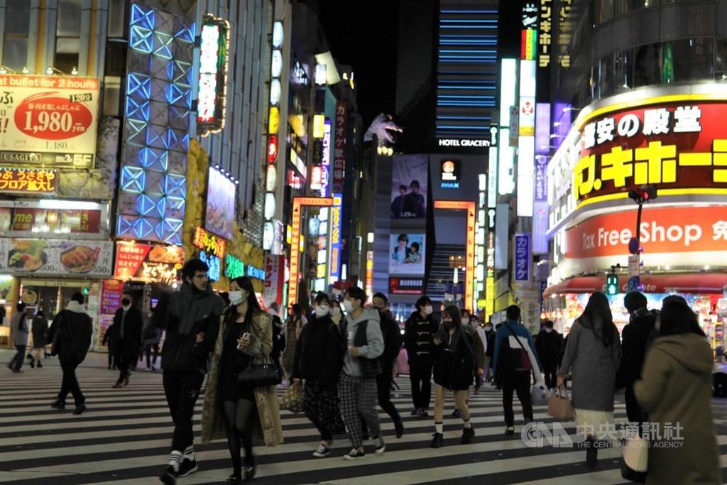 東京都武漢肺炎確診病例16日新增1809例,連4天逾1000例,以年齡層來看,未滿30歲者約占46%。中央社記者楊明珠東京攝 110年1月17日