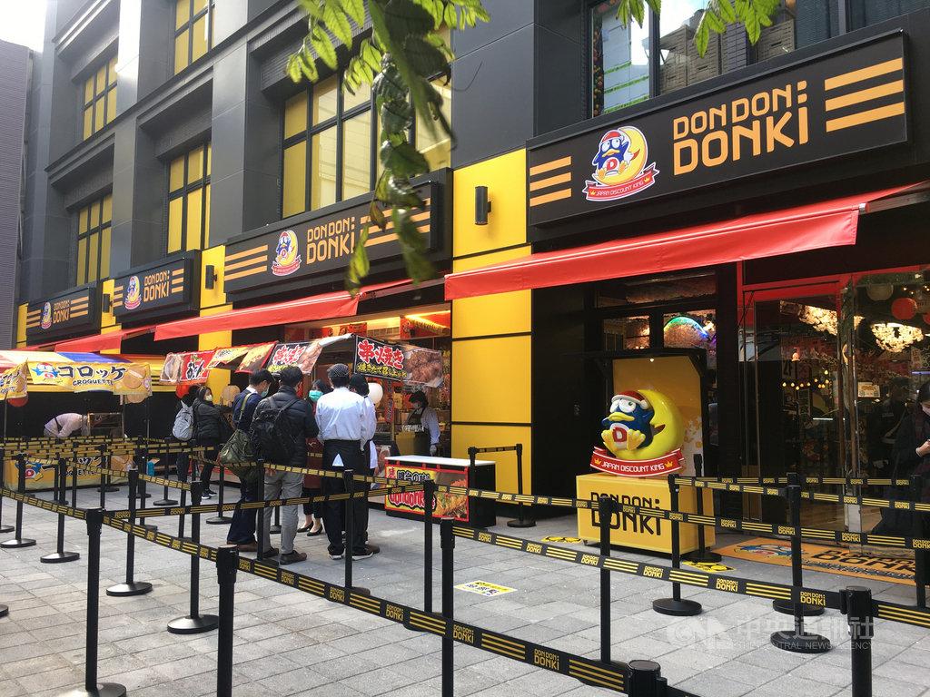 「DON DON DONKI西門店」19日即將正式開幕。圖為店面一樓日本美食區。中央社記者楊舒晴攝 110年1月18日