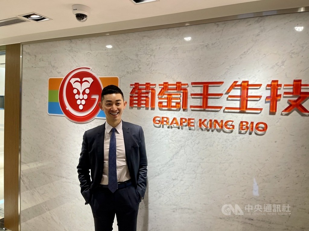 葡萄王董事長曾盛麟(圖)表示,去年受到疫情影響的子公司葡眾及上海葡萄王營運均見到重返成長,全年營運力拚雙位數成長。中央社記者韓婷婷攝  110年1月18日