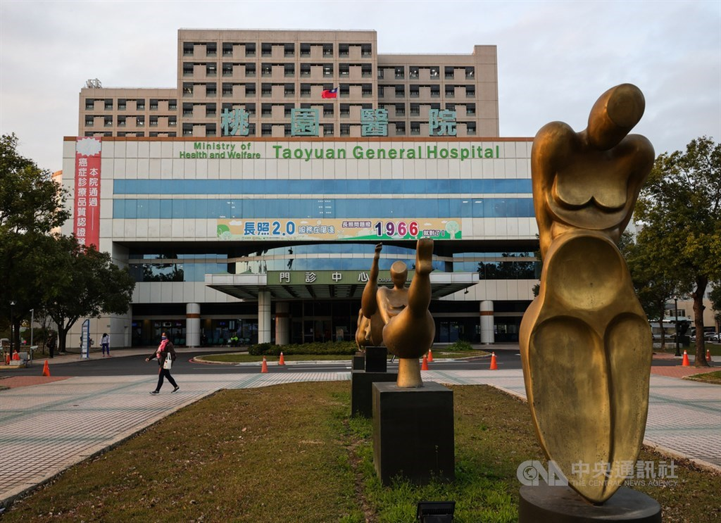 衛生福利部桃園醫院武漢肺炎群聚案18日再增1名確診者,中央流行疫情指揮中心宣布進駐醫院成立「前進指揮所」。中央社記者謝佳璋攝 110年1月18日