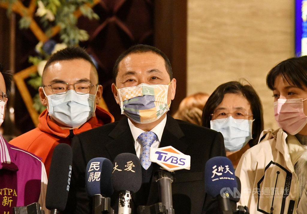 前瞻2.0預算停車場補助傳由桃園、台南獲得。新北市長侯友宜(左2)18日表示,會繼續爭取,不會氣餒。中央社記者王鴻國攝  110年1月18日