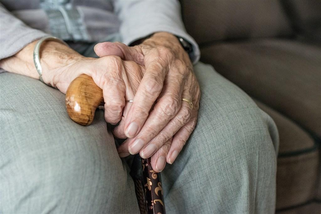 比利時一家養老院的負責人17日告訴法新社,院內有超過100人感染英國2019冠狀病毒疾病(COVID-19)變種病毒株,已有3人過世。(示意圖/圖取自Pixabay圖庫)