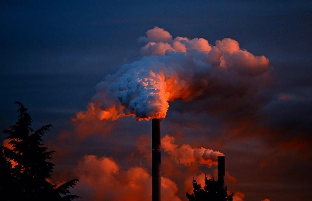 研究指出,自工業時代以來,全球暖化幾乎都是人為排放造成。(示意圖/圖取自Pixabay圖庫)