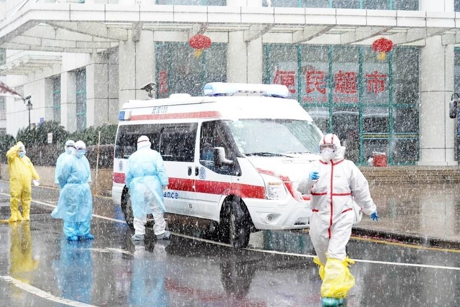 調查全球防疫行動的一群獨立專家論定,中國和世界衛生組織(WHO)在疫情暴發初期原本可以採取比較迅速的行動,以避免災難發生。圖為武漢協和醫院去年2月15日收治武漢肺炎患者。(中新社)