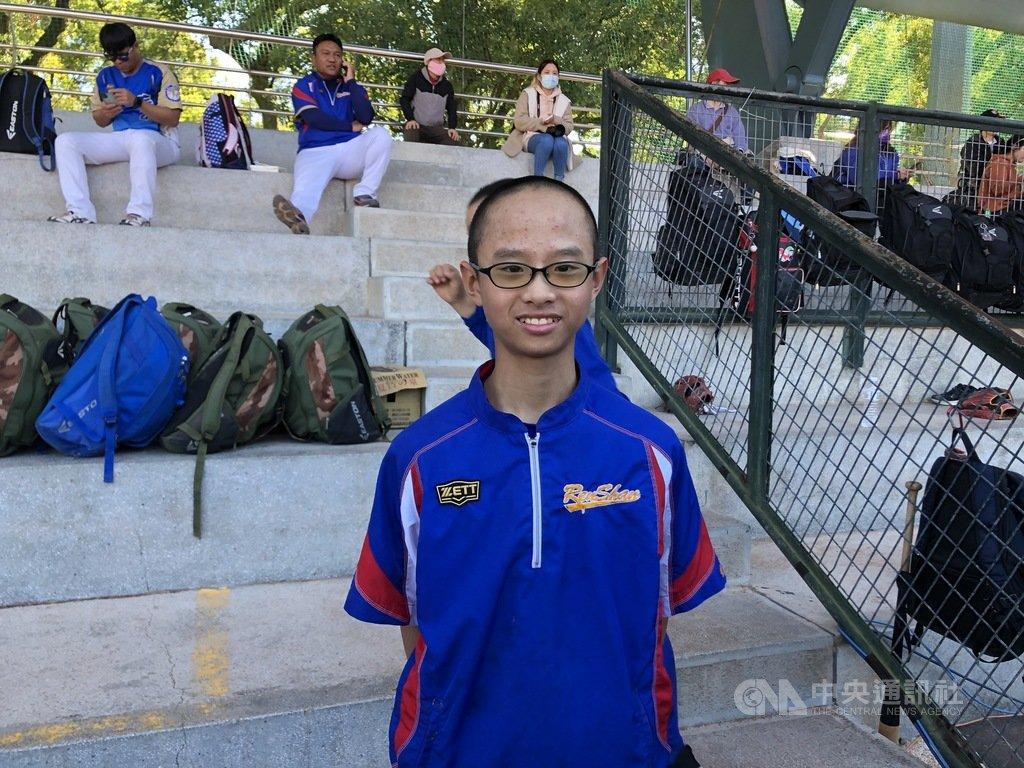 富邦盃少棒賽仁善國小黃智煦(前)是陣中球速最快的右投手,綽號「霍元甲」,他給自己設定目標,希望打1支全壘打完成與媽媽的約定。中央社記者謝靜雯攝 110年1月20日