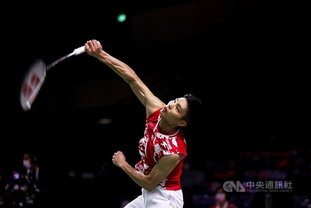 台灣羽球一哥周天成20日在豐田泰國羽球公開賽首輪以21比16、21比4輕取地主選手蘇龐余,挺進16強賽。(泰國羽球協會提供)中央社記者呂欣憓曼谷傳真  110年1月20日