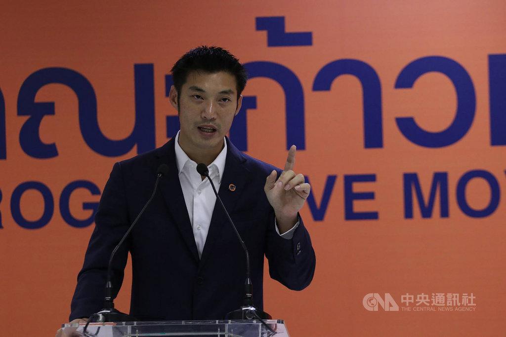前未來前進黨主席他納通質疑泰國政府採購疫苗的決策過程不夠透明,遭到政府以冒犯君主罪告發。他納通21日舉行記者會,呼籲政府說清楚。(未來前進運動提供)中央社記者呂欣憓曼谷傳真 110年1月21日