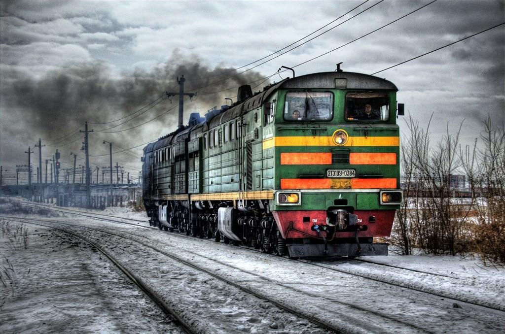 俄羅斯女子朵若菲耶娃一向喜愛火車之旅橫越廣大國境,但她和其他俄國女性原只能乘坐,無法享受駕駛火車樂趣。直到今年俄國解除一系列職業的女性就業限制,才讓她們能如願。(示意圖/圖取自Pixabay圖庫)