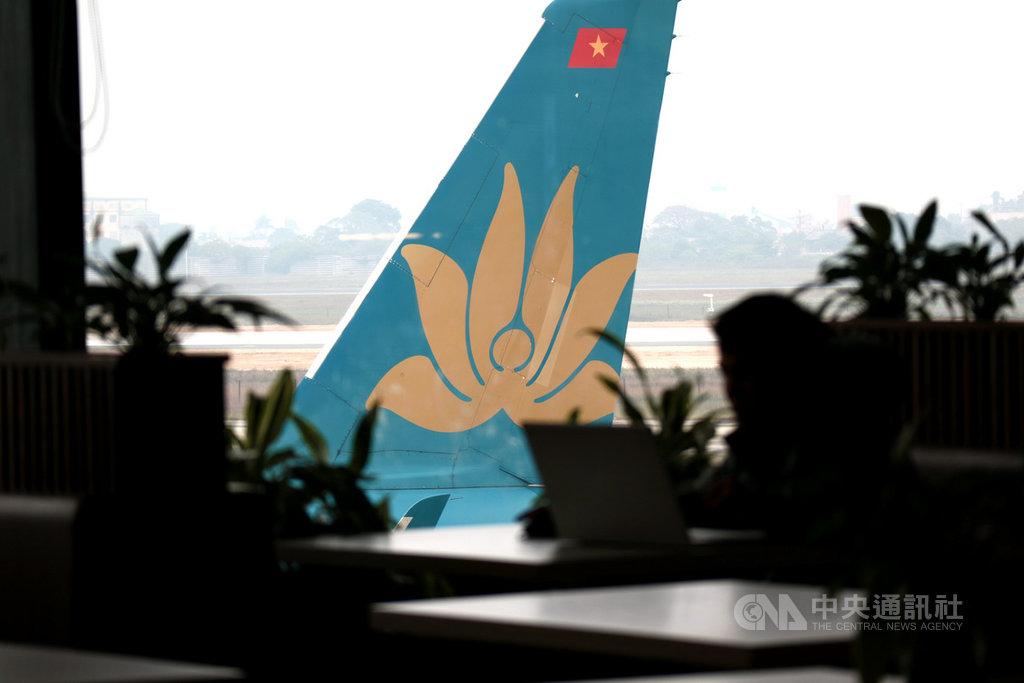 越南券商西貢證券預測,越南航空業2021年下半年將會復甦,而國際旅遊在年底才會重啟,因此業者今年將更專注於國內市場。圖為越南航空的飛機垂直尾翼。中央社記者陳家倫河內攝 110年1月22日