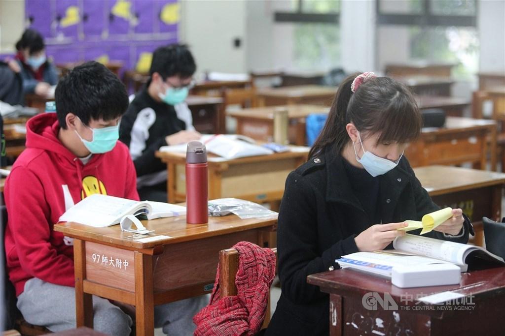 北市教育局22日表示,因應武漢肺炎疫情,各校於寒假期間的畢業旅行,強烈建議採延期及取消辦理。(中央社檔案照片)