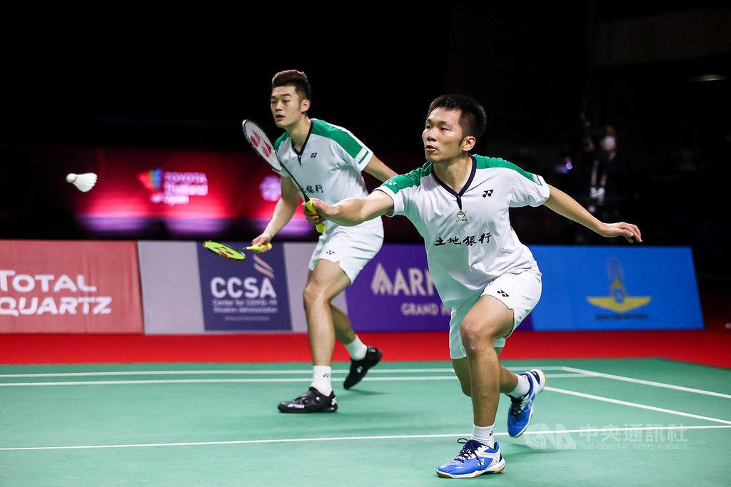 台灣男雙組合王齊麟和李洋23日在豐田泰國羽球公開賽苦戰3局,最後擊敗印尼老將阿山和蘇堤萬,摘下決賽門票。(泰國羽球協會提供)中央社記者呂欣憓曼谷傳真 110年1月23日
