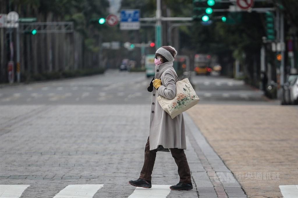 氣象專家吳德榮說,25、26日兩天白天舒適,留意日夜溫差;29、30日強冷空氣籠罩,北部平地最低溫將可降至攝氏9度左右,北台灣都會區降至11、12度。(中央社檔案照片)