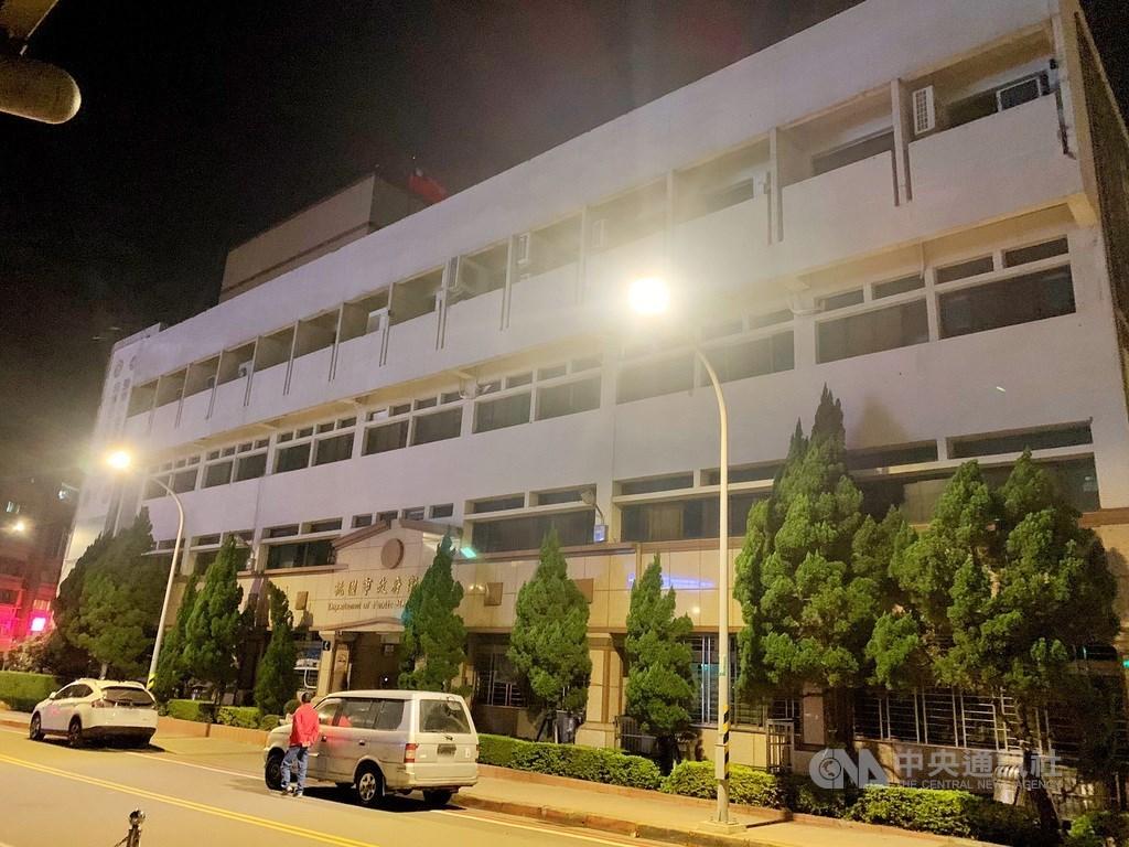 衛生福利部桃園醫院24日出現感染源待釐清的案889,中央流行疫情指揮中心指揮官陳時中宣布,台灣25日沒有新增案例,案889的12A病房相關情況仍在調查中。(中央社檔案照片)