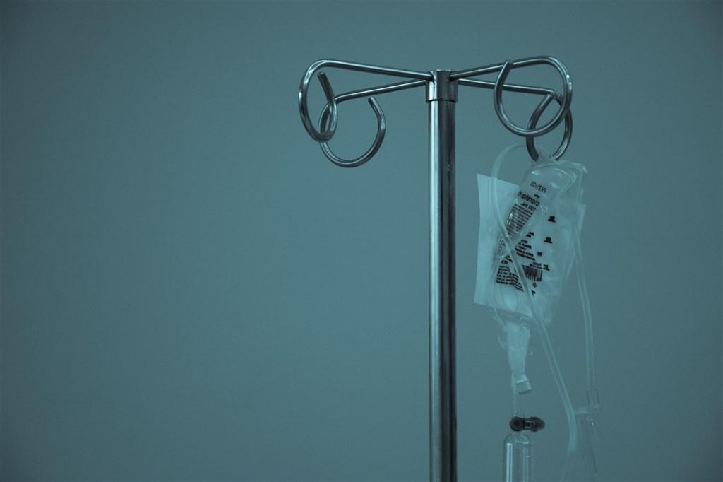 新北市長侯友宜25日指出,新北市轄內醫院即起非必要特殊狀況,不准探病。(示意圖/圖取自Unsplash圖庫)