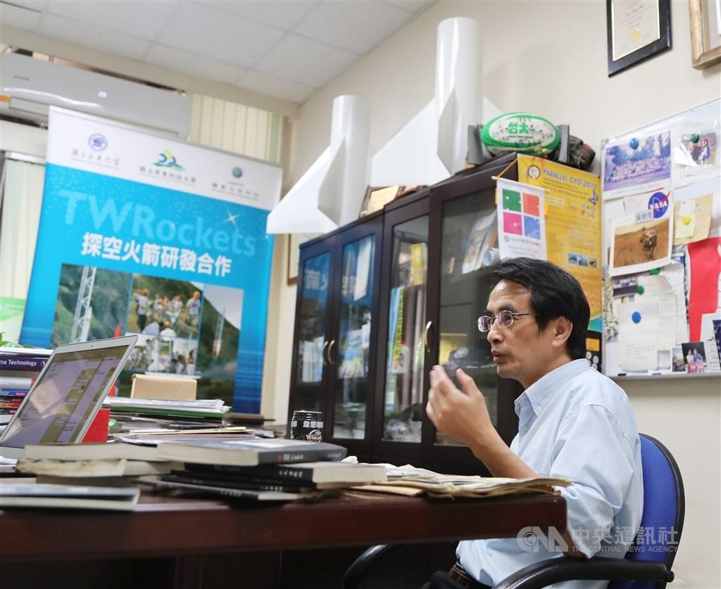 「火箭阿伯」吳宗信(圖)將在8月1日接任太空中心主任一職,國研院希望借重他的學術與實務經驗,加強台灣科研火箭技術研發。(中央社檔案照片)