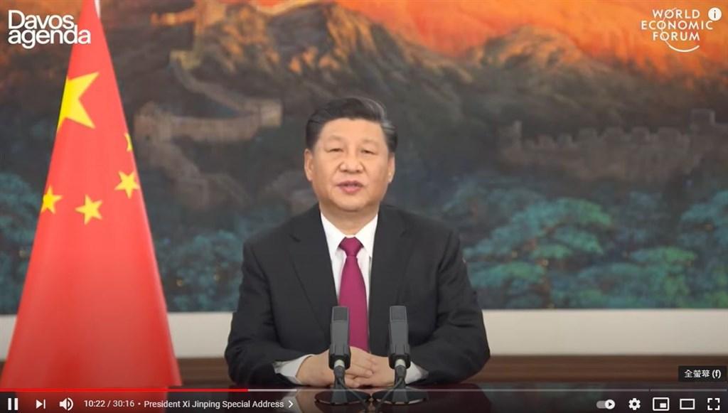 中國國家主席習近平25日晚在世界經濟論壇「達沃斯議程」視訊對話會說,在國際上搞「小圈子」、「新冷戰」,動不動就搞脫鉤、斷供、制裁,只能把世界推向分裂甚至對抗。(圖取自WEF YouTube網頁youtube.com)