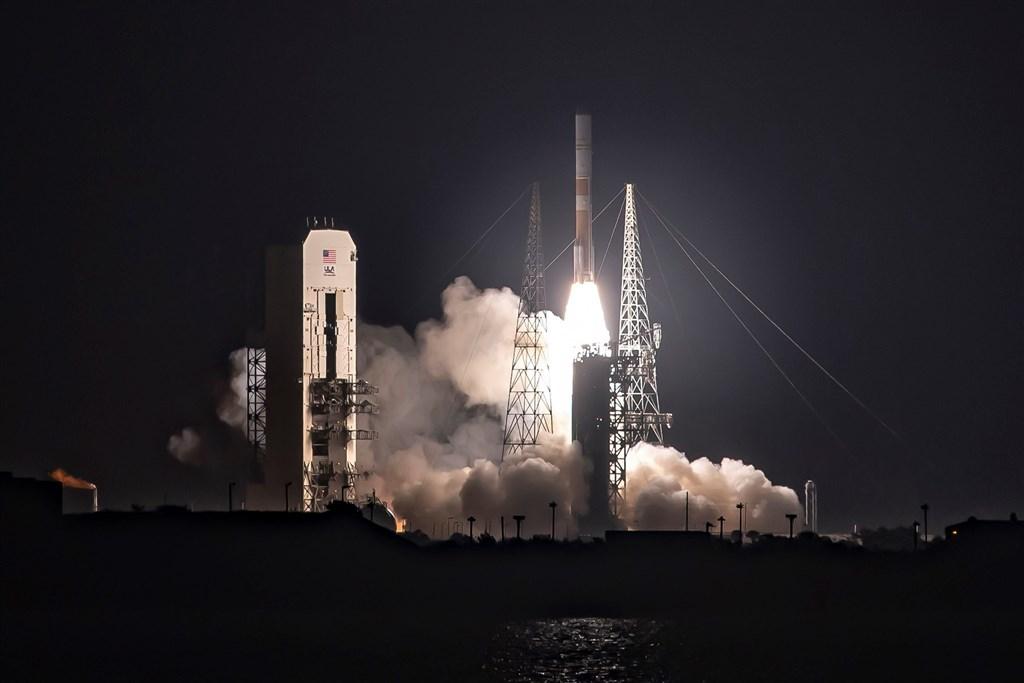 美國在川普政府時期的太空軍事政策延續歐巴馬的商業策略,並成立美國太空軍。(圖取自facebook.com/USSpaceForceDoD)