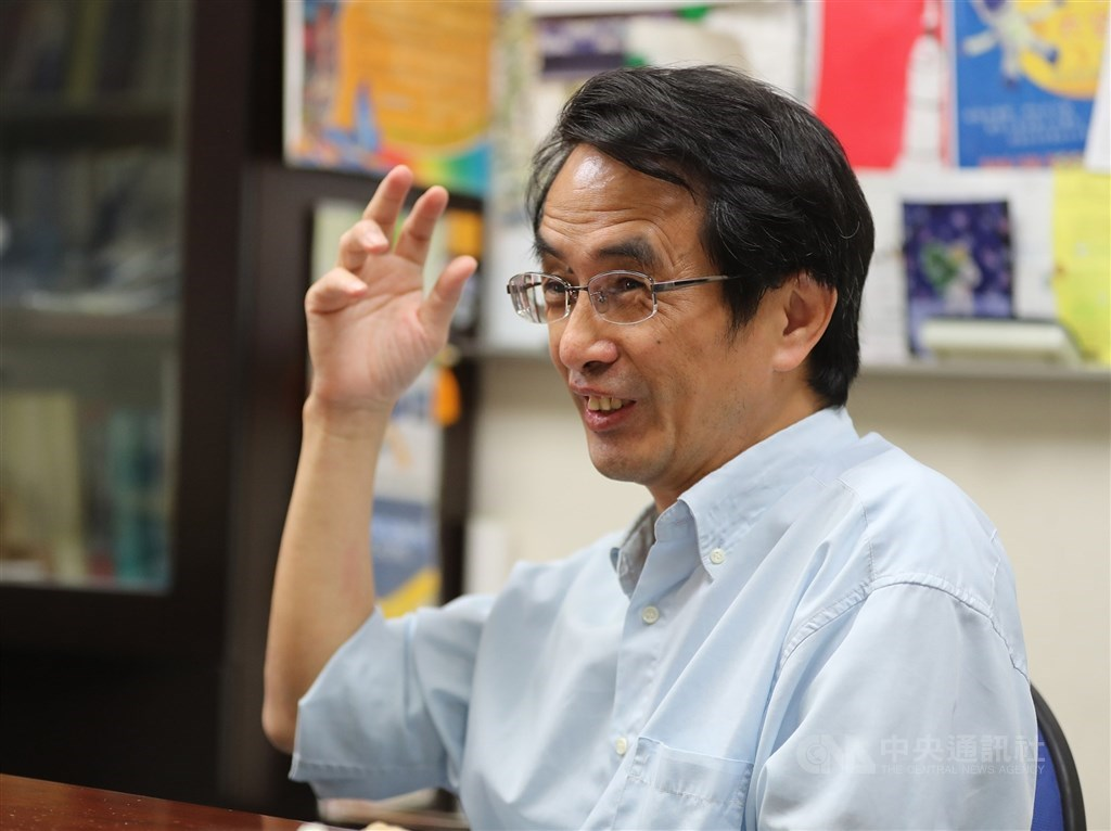 交通大學前瞻火箭研究中心主任吳宗信8月1日將接任太空中心主任。他表示,太空產業附加價值高,希望台灣可以發展太空經濟成為另一座護國神山。(中央社檔案照片)