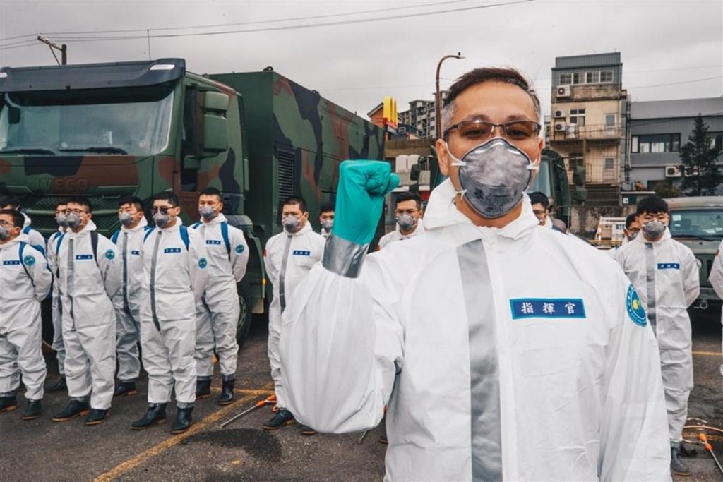 三三化學兵群指揮官龔龍峰上校(圖)日前執行消毒任務,期間妻子恰巧生產,仍以任務優先,帶領官兵完成消毒工作。(軍聞社提供)中央社記者游凱翔傳真 110年1月27日