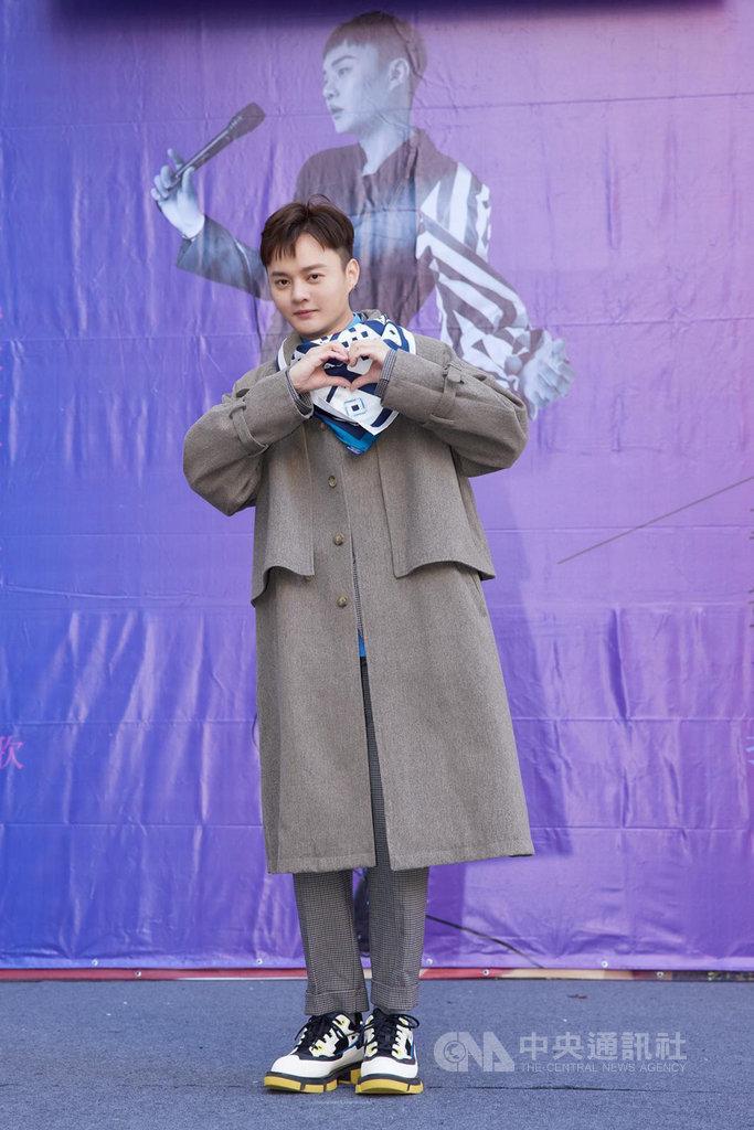 歌手許富凱原訂2月20日在台北小巨蛋舉行的演唱會因疫情因素宣布延期,他向粉絲喊話,目前首要目標就是共同戰勝病毒。(凱聲影藝提供)中央社記者葉冠吟傳真  110年1月27日