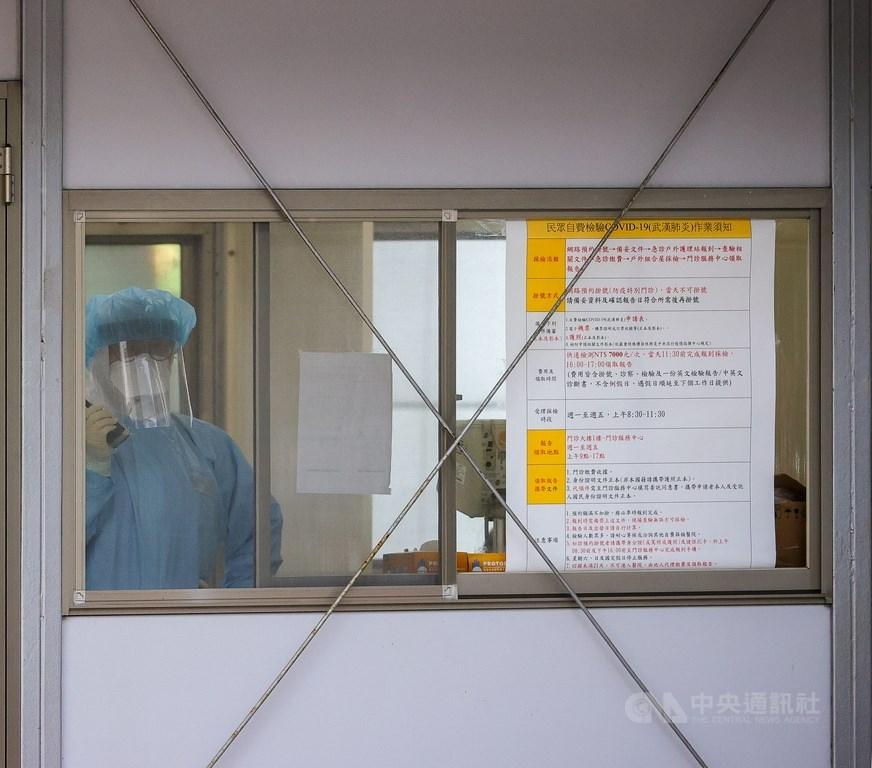 桃園醫院武漢肺炎群聚疫情,疫情指揮中心指揮官陳時中27日表示,截至目前隔離人數增至3482人,已有143人解除隔離,採檢均為陰性。(中央社檔案照片)