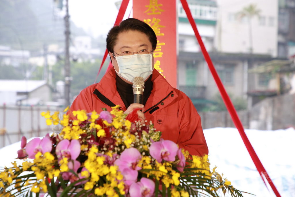 「世界衛生組織西太平洋區域」在臉書公布武漢肺炎確診人數,將台灣歸為中國。對此,基隆市長林右昌28日出席活動受訪表示,台灣從來都不是中華人民共和國的一部分,這次武漢肺炎疫情,國人將士用命守住台灣,成為世界防疫典範,成就不容中共政府剽竊。中央社記者王朝鈺攝  110年1月28日