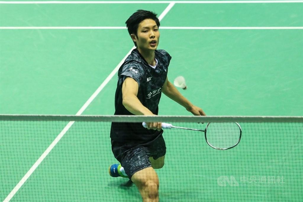 台灣羽球一哥周天成(圖)28日在羽球年終賽小組賽第2戰克服首局6分落後,以21比19、21比11扳倒印尼好手金廷。(中央社檔案照片)