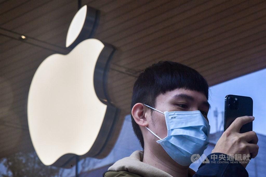 蘋果公司28日表示,多數iPhone手機在初春就會顯示新的隱私彈出通知,以限制廣告追蹤。(中央社檔案照片)