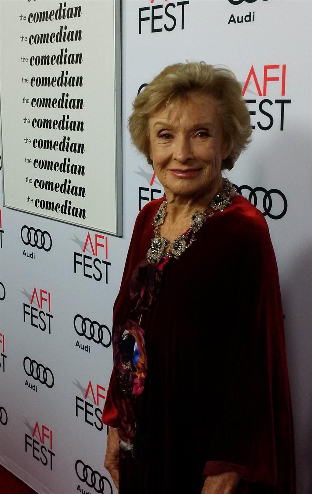 以「瑪麗泰勒摩爾秀」等劇榮獲8座艾美獎並以「最後一場電影」抱走小金人的美國女演員克蘿麗絲莉姬曼27日在家中與世長辭,享壽94歲。(圖取自twitter.com/Cloris_Leachman)
