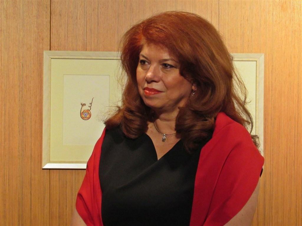 保加利亞總統辦公室27日表示,副總統依奧托娃確診武漢肺炎,僅有輕微症狀,健康狀況大致良好。(圖取自facebook.com/IlianaIotova)