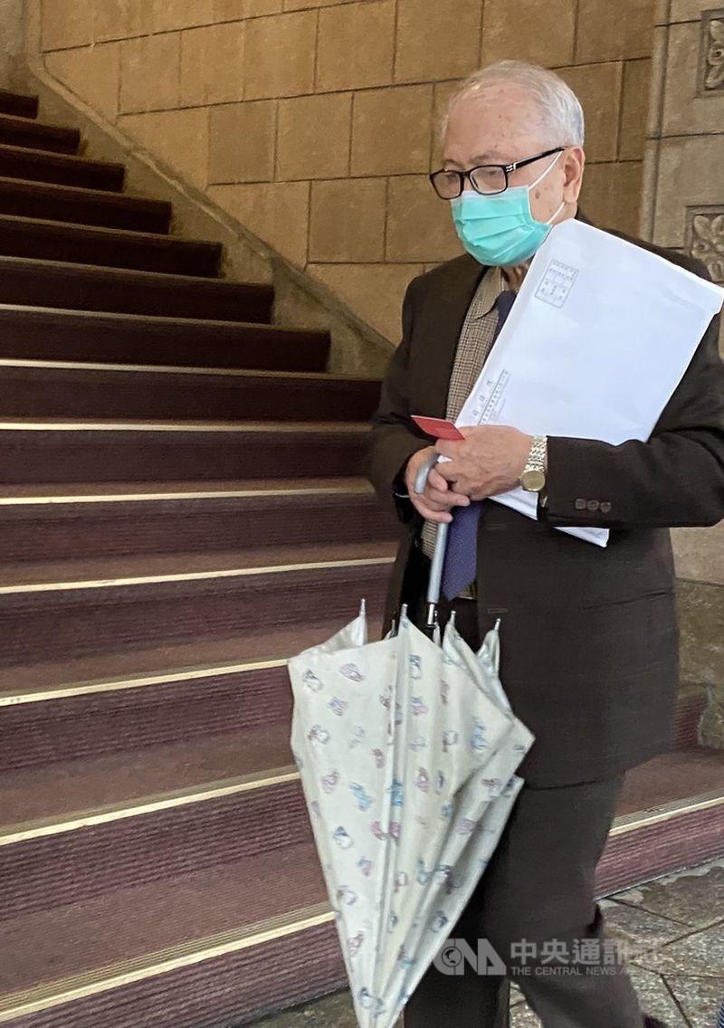 司法院公布司法界不當接觸案相關調查報告後,28日開人事審議委員會決議前最高行政法院院長林奇福(圖)等7人是否送監察院,林奇福為其權益到場說明。中央社記者林長順攝 110年1月28日