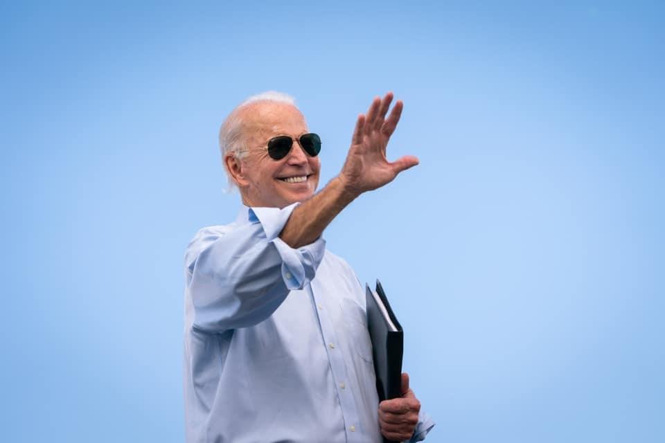 根據27日公布的新民意調查,美國總統拜登(圖)上任第一週的支持率,勝過前總統川普整個任期任何時候的支持率。(圖取自facebook.com/joebiden)