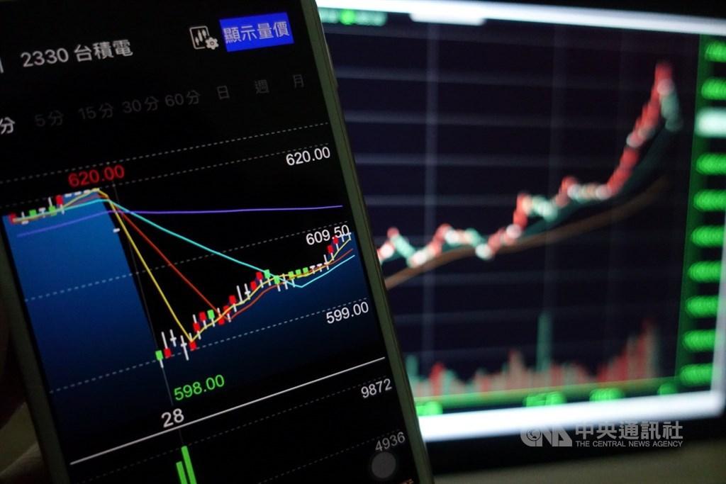 台股2020年新開戶人數創下近年來新高,其中30歲以下占比突破4成,扭轉過去年輕人不投入股市的現象。(中央社檔案照片)