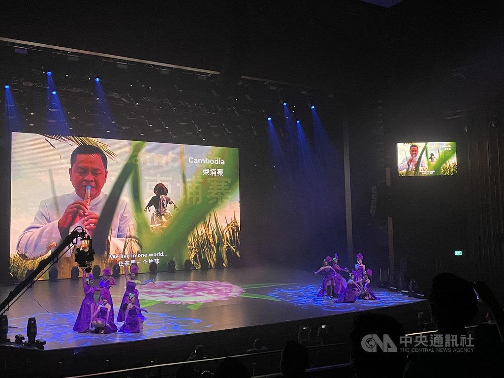 受疫情影響,新加坡「妝藝大遊行」今年首度以線上方式進行。活動20日登場,這也是首次齊聚東協10國音樂家共同演出,以影片呈現。中央社記者侯姿瑩新加坡攝 110年2月20日
