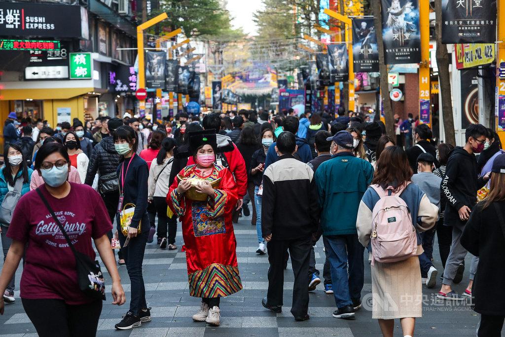 主計總處20日發布最新經濟預測,大幅上修2021年經濟成長率至4.64%。中央社記者吳家昇攝 110年2月20日