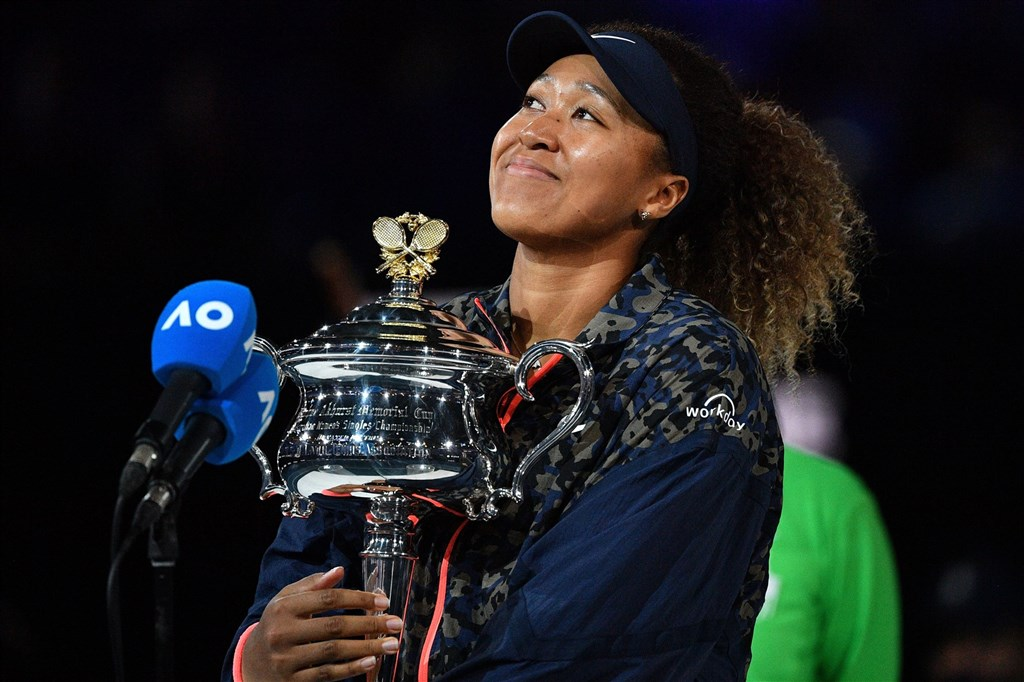 日本名將大坂直美20日在澳洲網球公開賽女單決賽擊敗第22種子美國的布雷迪,拿下個人第4座大滿貫冠軍。(圖取自twitter.com/WTA)