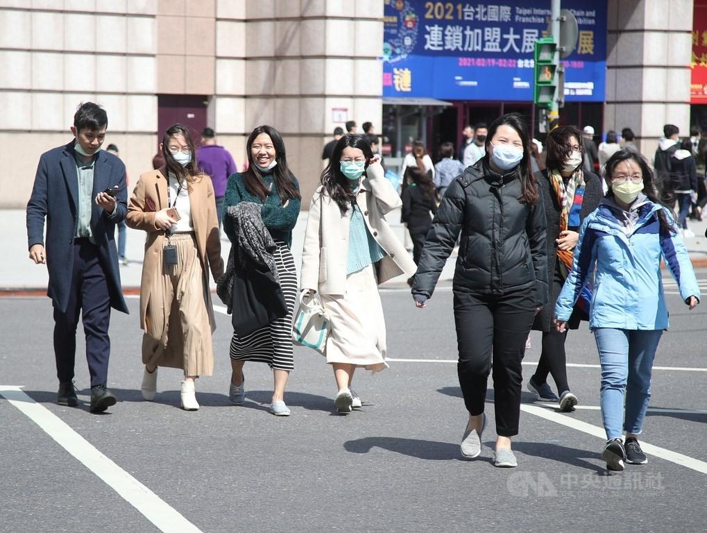 氣象專家吳德榮表示,21、22日夜間清晨受輻射冷卻影響,早晚氣溫仍很低,日夜溫差擴大至15度。(中央社檔案照片)