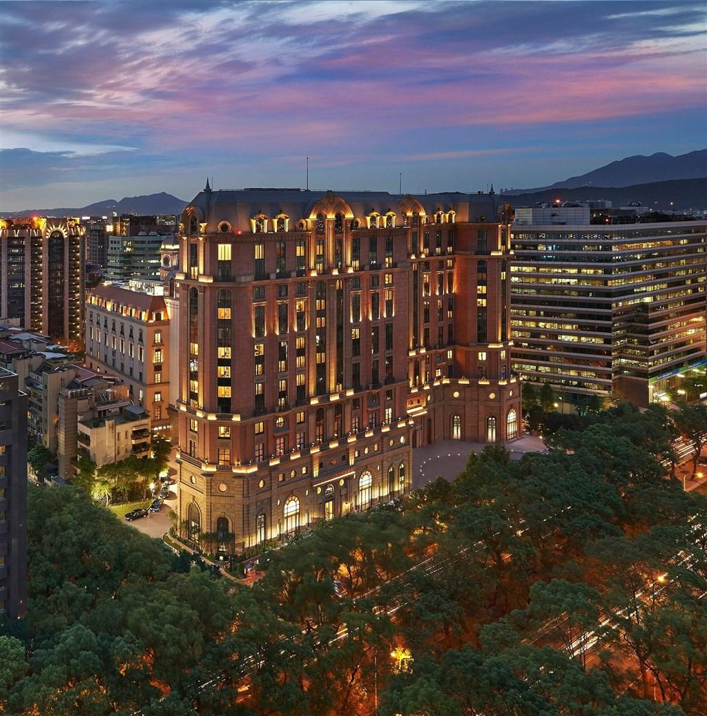 富比士旅遊指南日前公布第63屆評鑑榜單,台灣共8家飯店、2家SPA中心上榜,其中台北文華東方酒店(圖)是唯一獲得5星評價的飯店。(圖取自facebook.com/MandarinOrientalTaipeiTaiwan)