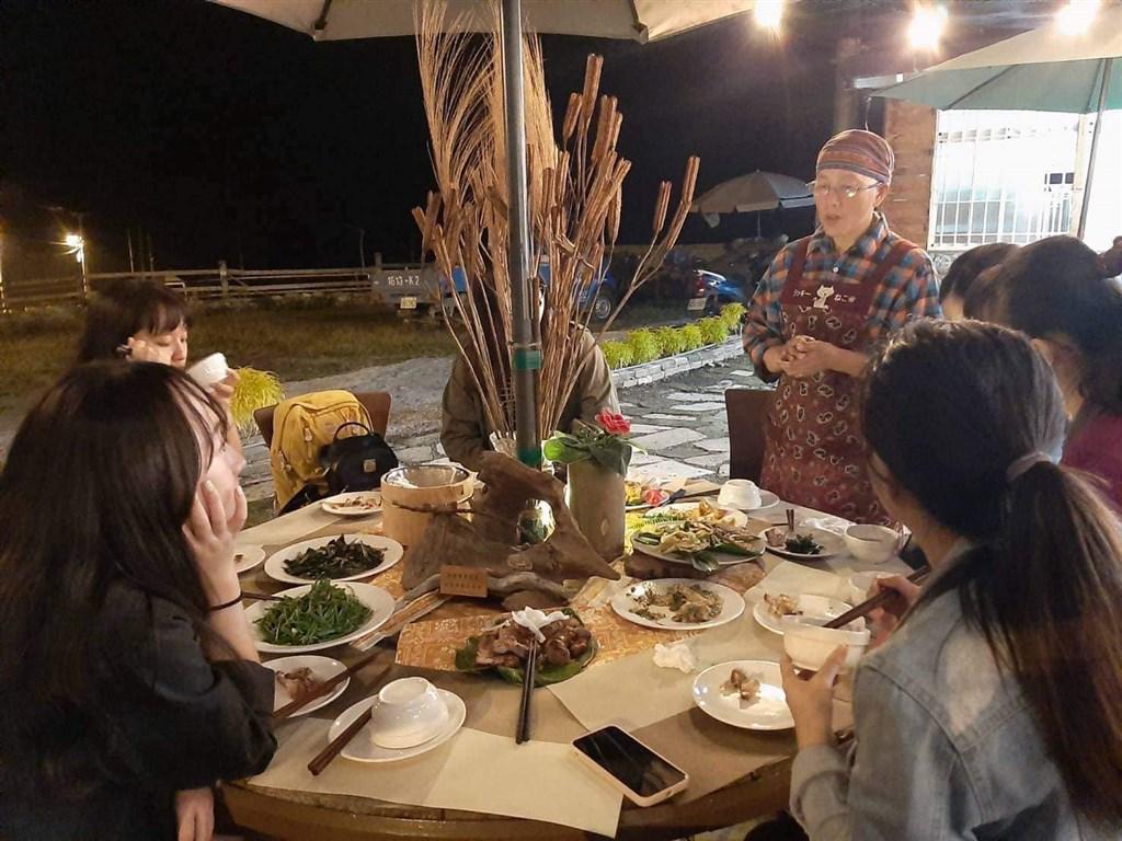 有原住民表示,位於原鄉部落的餐廳遭旅遊業者剝削,威脅餐廳退10%回扣未果,就少付錢吃霸王餐。被指控旅行社及車行22日回應指控不實。(facebook.com/savungaz.valincinan)