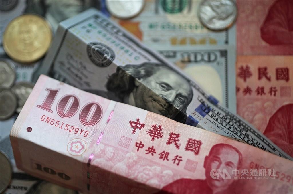 新台幣兌美元22日中午暫收27.913元,強升4.25角。(中央社檔案照片)