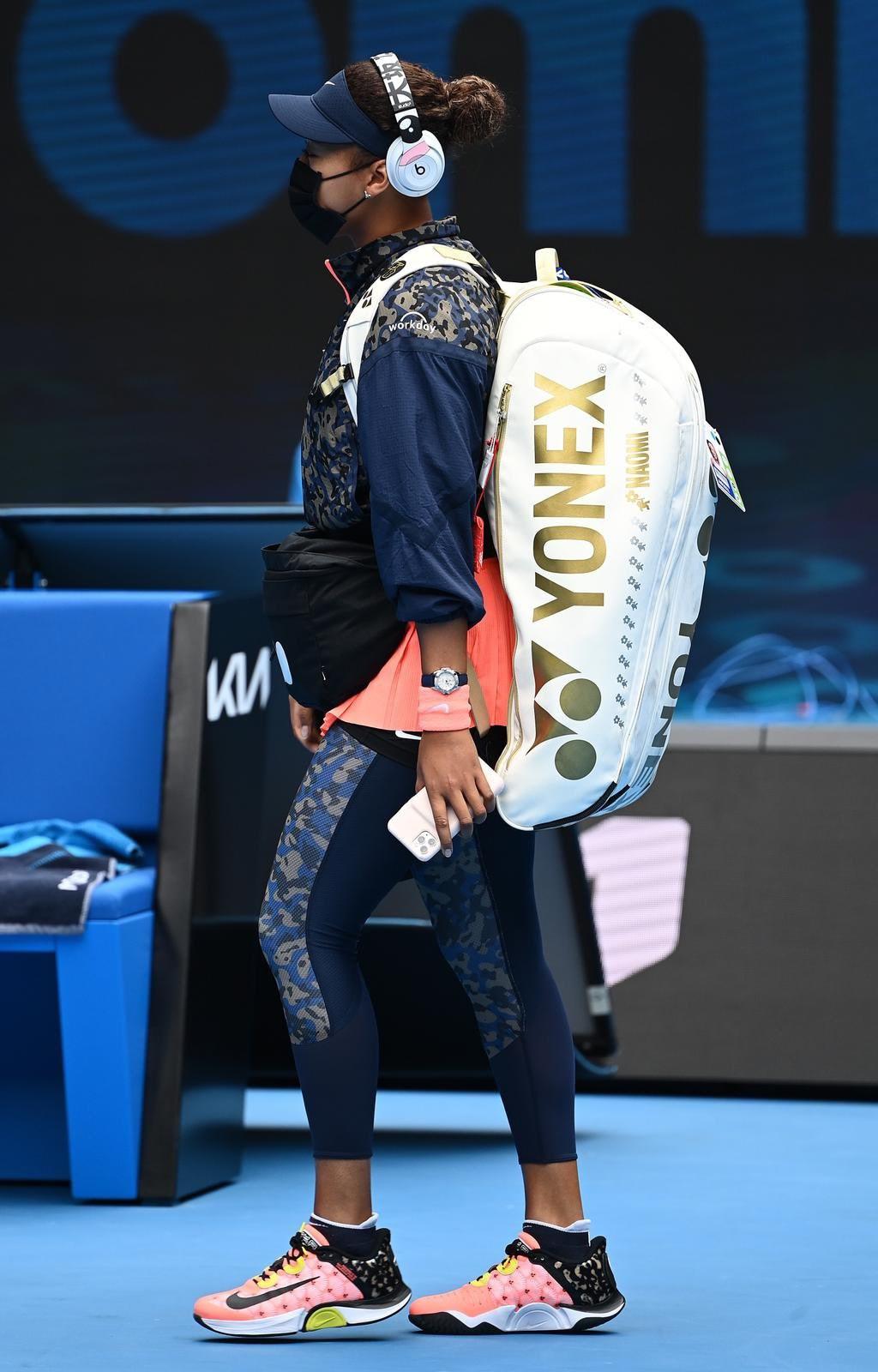 大坂直美在澳網期間被媒體捕捉到掛在球拍袋上的白虎御守(護身符),意外引發話題。(圖取自twitter.com/naomiosaka)
