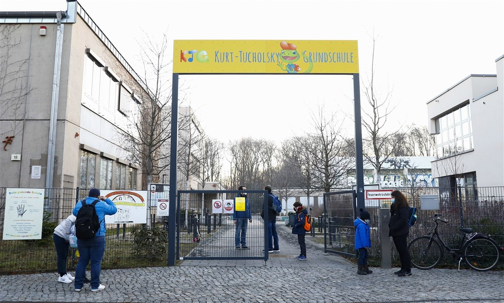 儘管英國新型變種病毒恐助長第3波疫情,德國數十萬小學與幼兒園學童22日恢復上課,這是兩個月來首次。(安納杜魯新聞社)
