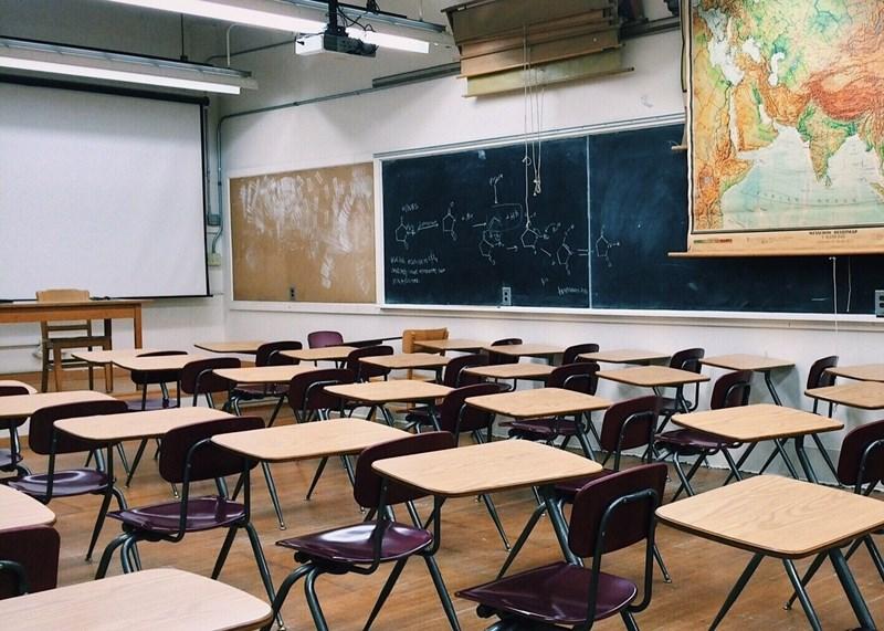 受到疫情影響,中小學延後開學,一名代理教師被迫繳回新台幣7000多元薪資,在網路上引發討論。(示意圖/圖取自Pixabay圖庫)
