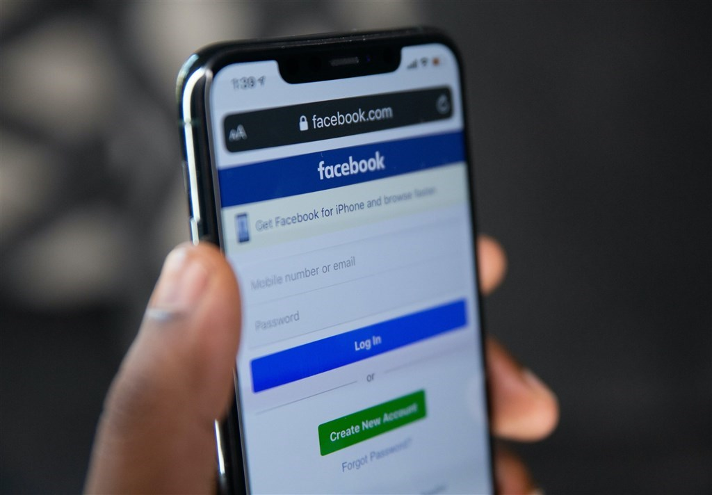 Facebook與澳洲政府因新聞內容付費問題槓上,並一度在澳洲平台封殺新聞內容,最後澳洲政府就相關立法做出讓步後化解危機。(圖取自Unsplash圖庫)
