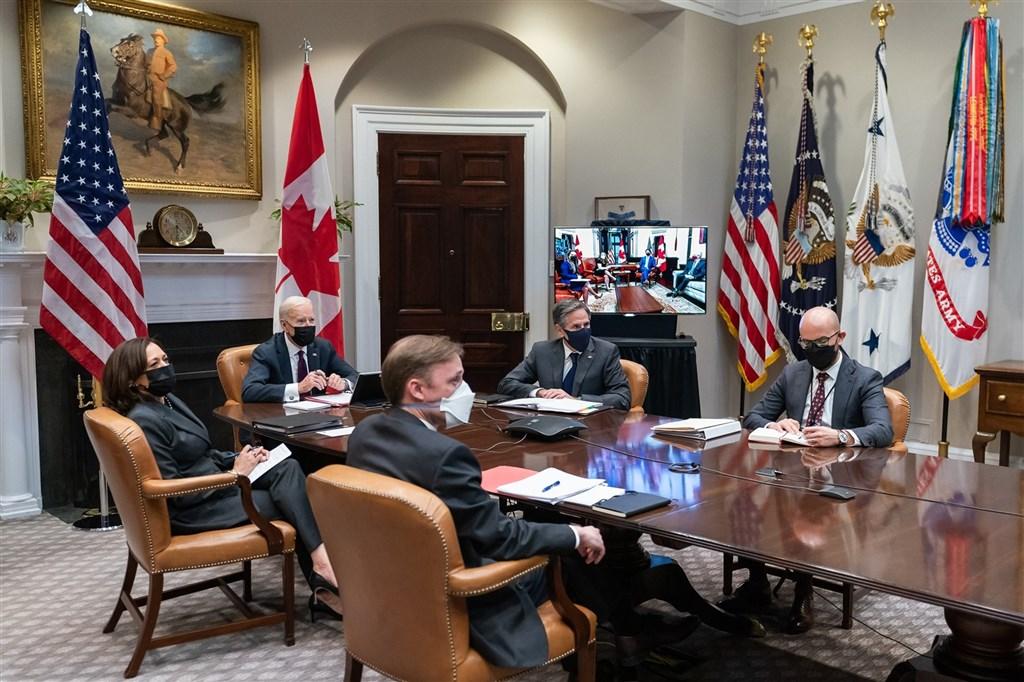 美國總統拜登23日(左2)與加拿大總理杜魯道首次視訊會談,雙方就如何因應中國議題進行討論。(圖取自facebook.com/POTUS)