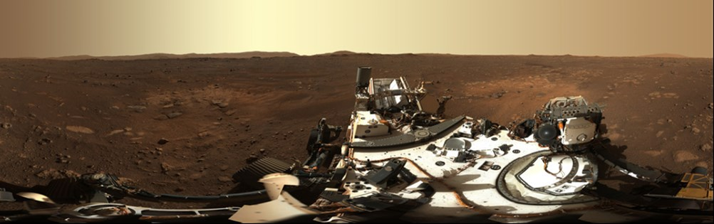 美國國家航空暨太空總署24日公布火星探測車「毅力號」登陸地點的壯觀全景照,這幅景象是透過探測車桅杆360度旋轉拍攝而成。(圖取自twitter.com/NASAPersevere)