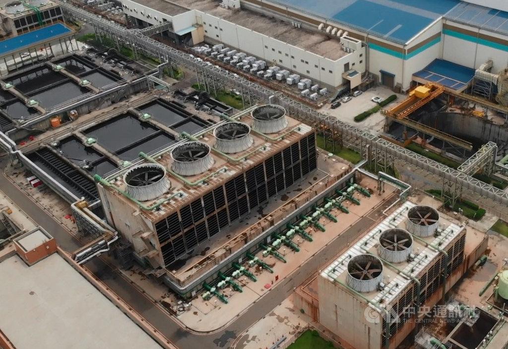 鋼鐵業被視為是用水大戶,中龍鋼鐵透過製程改善,以最佳調度模式節約用水量,每滴水可充分利用4次。圖為中龍鋼鐵廠區。(中龍鋼鐵提供)中央社記者蔡芃敏傳真  110年2月28日