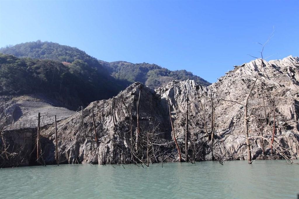 [新聞] 德基水庫水位屢創新低 若降至1325公尺將停止供水