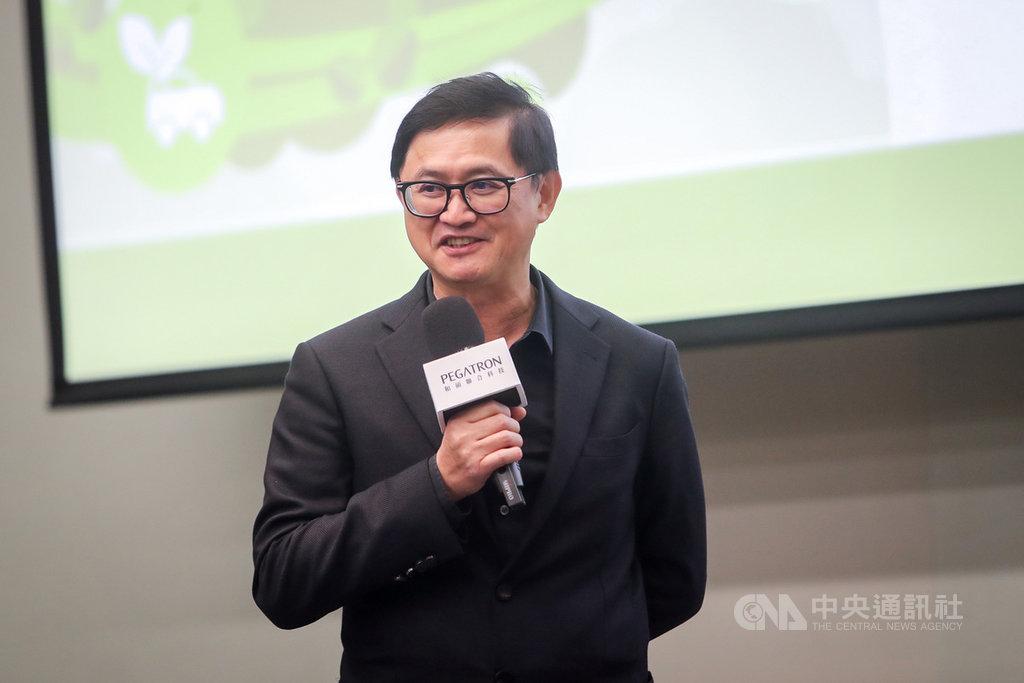和碩董事長童子賢16日出席玉山和碩科技論壇時指出,在疫情過後,如果台灣肯努力迎向新興產業,可以立足在全球重要產業,繼續扮演重要參與者的角色。中央社記者裴禛攝 110年3月16日