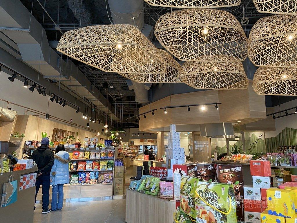 台灣美食超市Maeli Market去年10月在多倫多新開張,數度被當地社群媒體報導。店內裝潢陳設充滿巧思,處處注入台灣元素。中央社記者胡玉立多倫多攝 110年3月21日